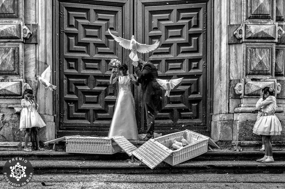 Javi Calvo. Premio Fotografos de boda. Salida de la Iglesia de la Purisima en Salamanca